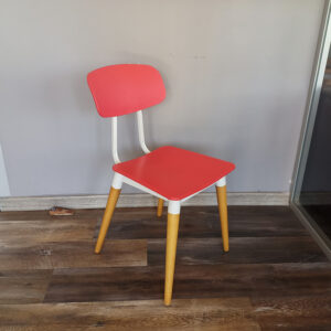 1-Adet-Ahsap-Ayakli-Plastik-Outlet-Sandalye-1